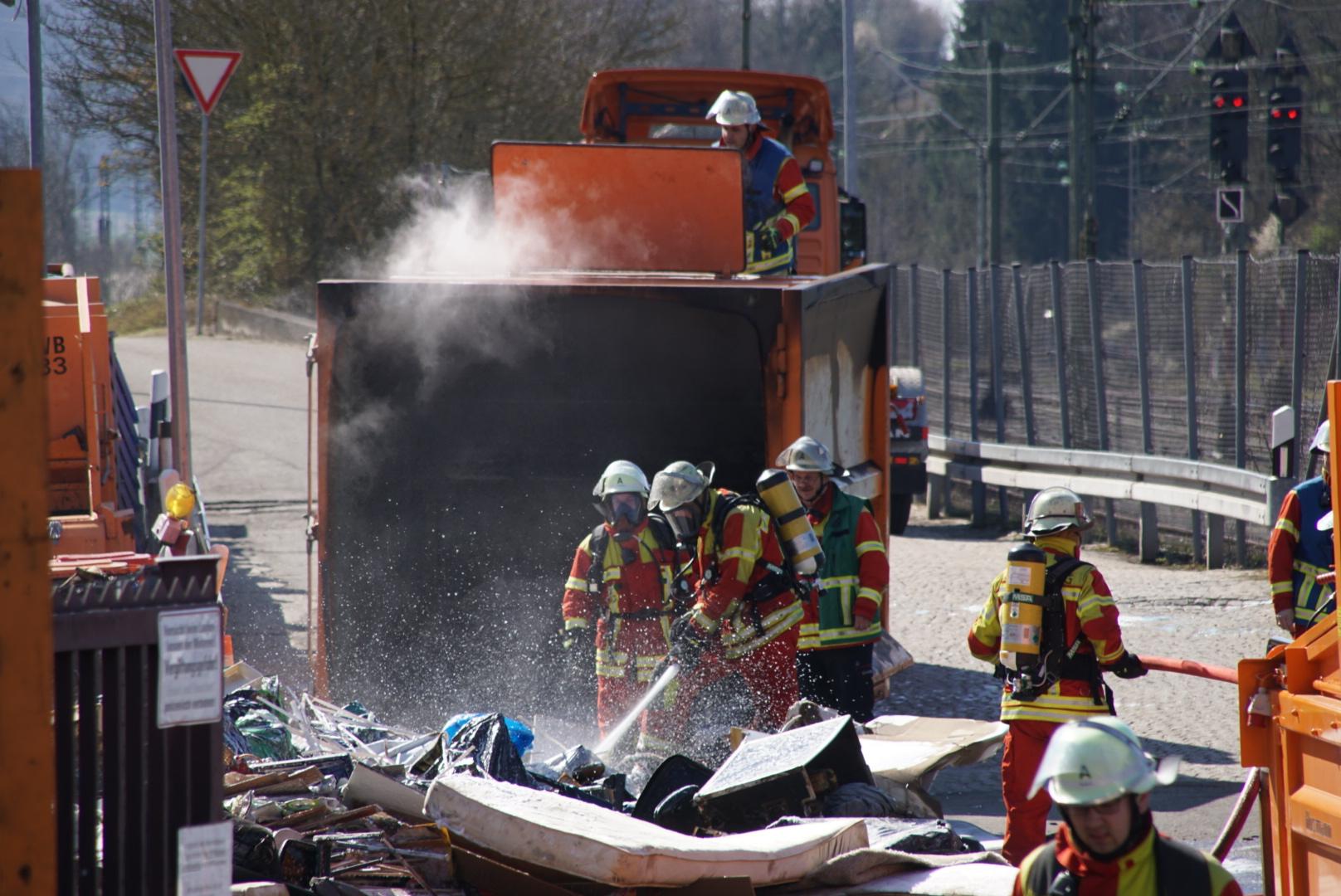 Leonberg: Brand auf Wertstoffhof