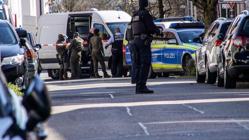 Staatsanwaltschaft Stuttgart und Polizeipräsidium Ludwigsburg: Ehningen: 32-Jähriger in psychischem Ausnahmezustand führt zu Einsatz eines Spezialeinsatzkommandos -mit Video-