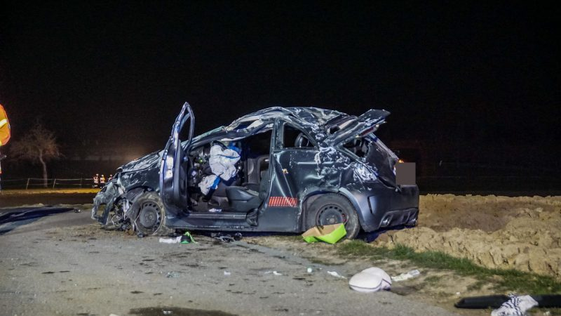 Gärtringen (Kreisverkehr Westumfahrung/K 1075/1067): Fahrzeugüberschlag hat eine Schwerverletzte zur Folge