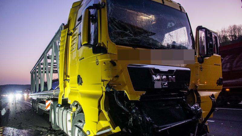 BAB 8/Leonberg: Auffahrunfall mit LKW verursacht Stau